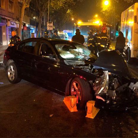Cinco heridos en un choque entre un camión de la basura y un turismo