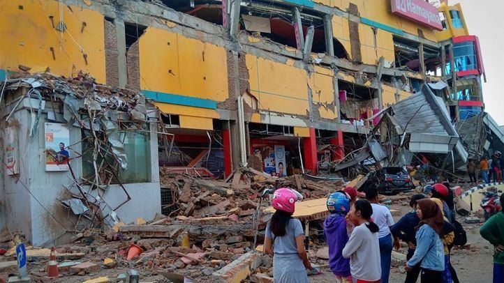 Los muertos por el tsunami en Indonesia se elevan ya a casi 300