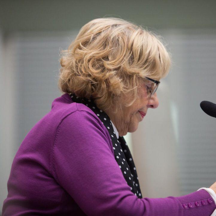 Manuela Carmena se recupera en planta tras su intervención de tobillo