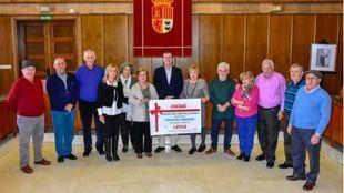 La Junta de Mayores de Torrejón dona 1.800 euros a la Asociación de Familiares y Enfermos de Parkinson