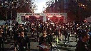 Corredores en la tradicional carrera que finaliza en el estadio de Vallecas.