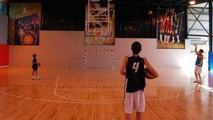 Pista de baloncesto.