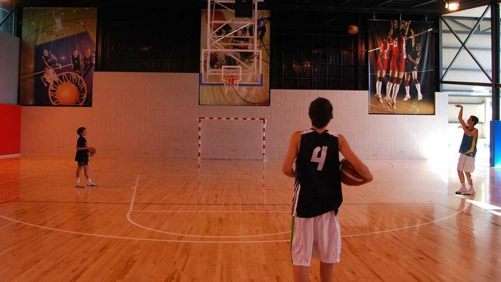 Baloncesto y bicis en el nuevo espacio deportivo de El Molar