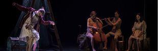 Elisa y Marcela y Pepe Viyuela, en el Teatro de las Culturas
