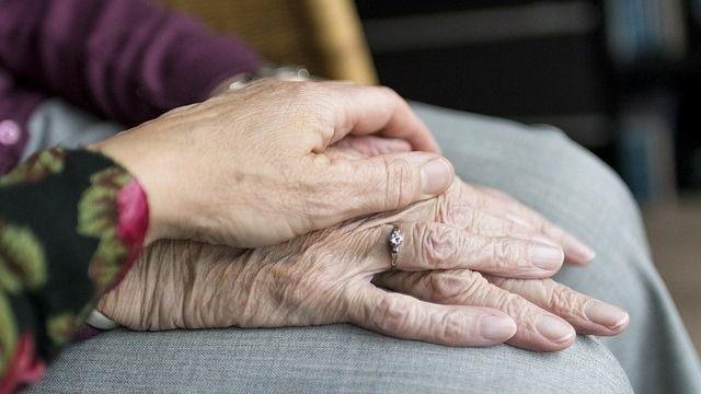 Servicios de cuidado de mayores: el mejor remedio para combatir la soledad estas navidades