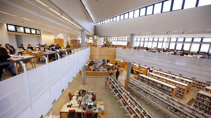 La bibliotecas modifican sus horarios para que los estudiantes preparen sus exámenes.