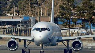 Imagen de archivo de un avión comercial.