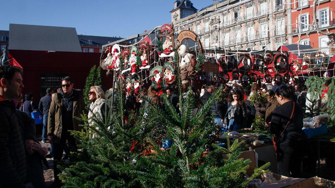 Madrid regala otra vida a los rboles de navidad madridiario - Arboles artificiales madrid ...
