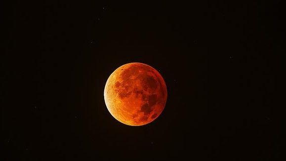 Así será el eclipse total de Luna que iluminará el cielo de Madrid