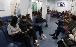 Sanidad niega colapsos en Urgencias y presenta el refuerzo por la gripe