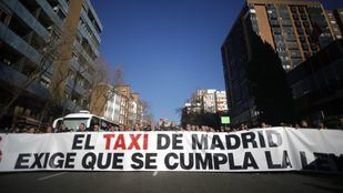 Taxistas madrileños se manifestaron para que se cumpla la licencia 1/30 respecto a la VTC en la Comunidad.