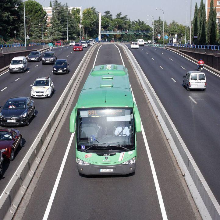 Un autobús circula en dirección contraria durante 11 kilómetros por el bus-vao de la A-6