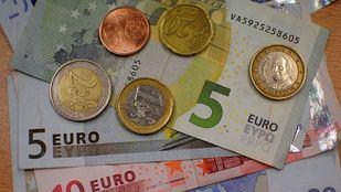 Billetes y monedas de 5, 10 , 20, 1, 2 y centimos de euros.