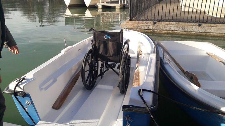 Las nuevas barcas para el estanque del Retiro, con puerta de acceso para sillas de ruedas.