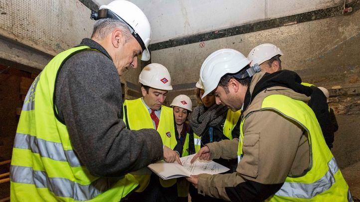 Borja Carabantes, en las obras de instalación de ascensores del Metro de Bilbao.