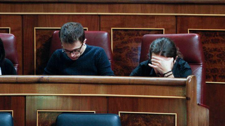 Íñigo Errejón junto a Pablo Iglesias en el pleno del Congreso de los Diputados.