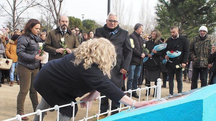 La familia de Sandra Palo descubre una placa como homenaje en Getafe