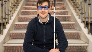 Alejandro de Miguel padece glaucoma de nacimiento. Perdió la vista a los 23 años. Con 26, y tras solo siete meses de entrenamiento, se ha proclamado subcampeón del mundo de golf para invidentes.