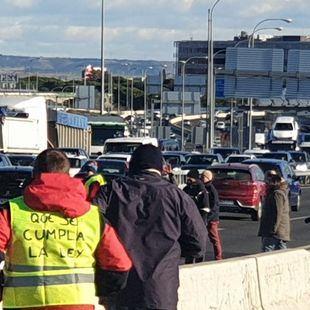 La protesta de los taxistas corta la M-40