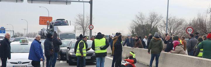 Los taxistas abandonan los cortes de carreteras tras el atropello