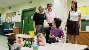 Visita de Manuela Carmena, Marta Higueras y Rita Maestre a la escuela infantil pública La Paloma. Foto de archivo.