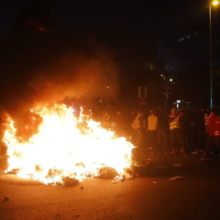 Barricadas y quema de contenedores a la entrada de IFEMA