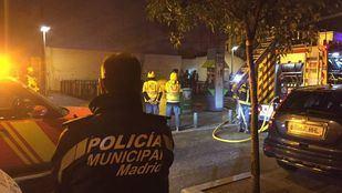 Labores de extinción y control del incendio de Vallecas.
