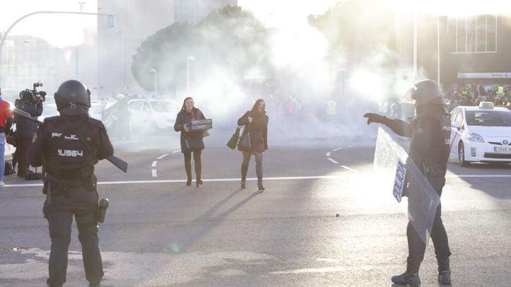 La Policía trata de facilitar el acceso a Ifema a público, trabajadores y expositores ante los disturbios provocados por los taxistas