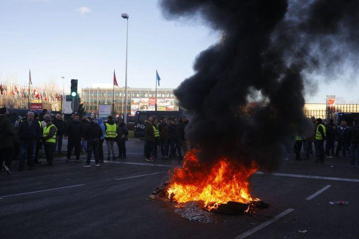 Los taxistas mantendrán la huelga con protestas