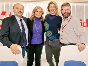 Debate entre periodistas en Onda Madrid con Nuria Platón y Pablo López Herrero junto a los conductores del programa Constantino Mediavilla y Nieves Herrero.