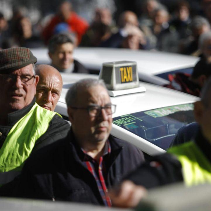 Ocho taxistas inician una huelga de hambre