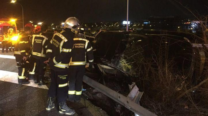 Coche accidentado en la M-11.