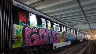 Un tren de Metro de Madrid, tras una de las numerosas actuaciones de grafiteros en el suburbano en los últimos meses.