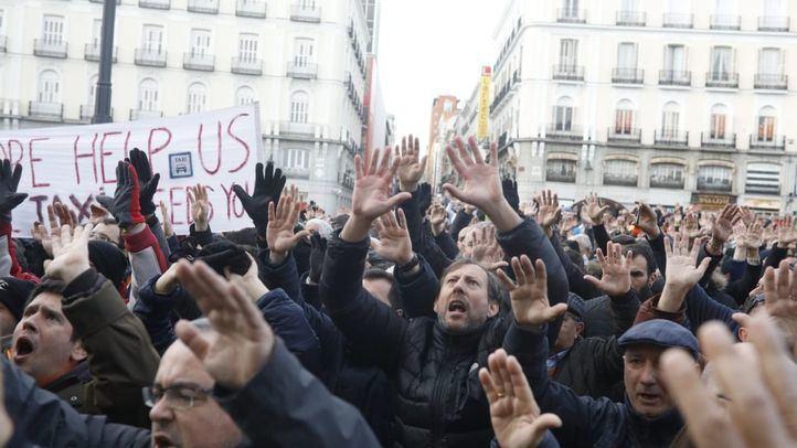 Los taxistas, en su manifestación en la Puerta del Sol.