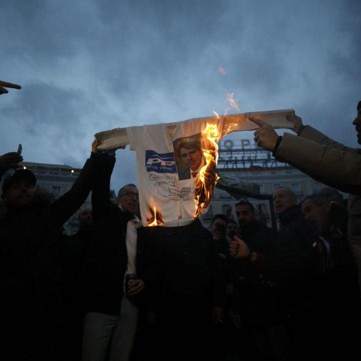 Cortes en Génova y Gran Vía y quema de fotos de Garrido, balance de la jornada