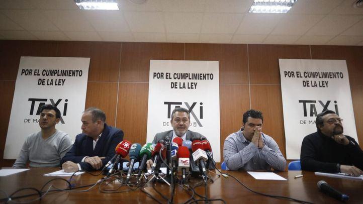 Daniel Carrasco (Plataforma Caracol); Miguel Ángel Leal (Fedetaxi); Julio Sanz (Antaxi); Sergio Vega (Élite Taxi); y Felipe Baeza (Asociación Madrileña del Taxi)