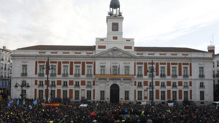 Los taxistas trasladan la manifestación a la Puerta del Sol.