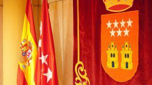 Madrid estrenó su bandera carmesí hace 35 años