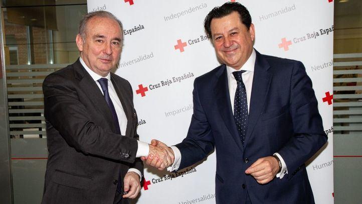 Leopoldo Pérez Suárez, secretario general de Cruz Roja Española y Manuel Pinardo Puerta, Director General de Recursos Humanos de El Corte Inglés.