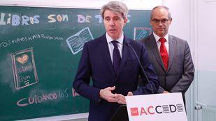 El presidente de la Comunidad de Madrid, Ángel Garrido, anunciando la creación de 3.500 nuevas plazas para maestros de colegios públicos en la campaña informativa del programa de préstamo de libros 'ACCEDE'.