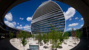 Edificio 'La Vela' que forma parte de la ciudad financiera del BBVA en el barrio de Las Tablas en Madrid.