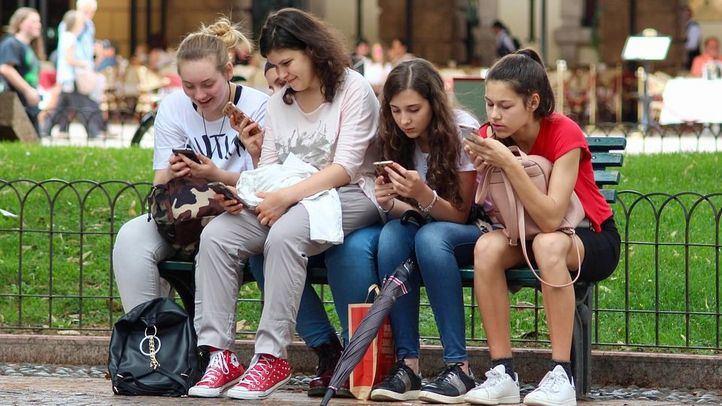 Unfollow a la socialización presencial: el 83% de los adolescentes reconoce abusar del móvil