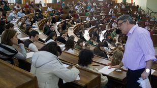 Opositantes en la Universidad Complutense, en foto de archivo.