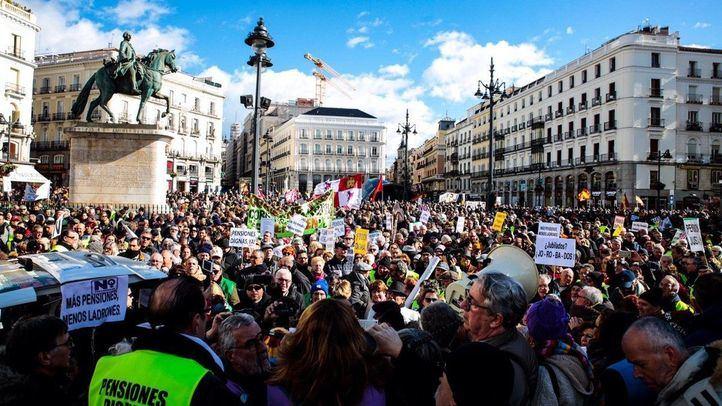 Pensionistas se manifiestan en la Puerta del Sol.