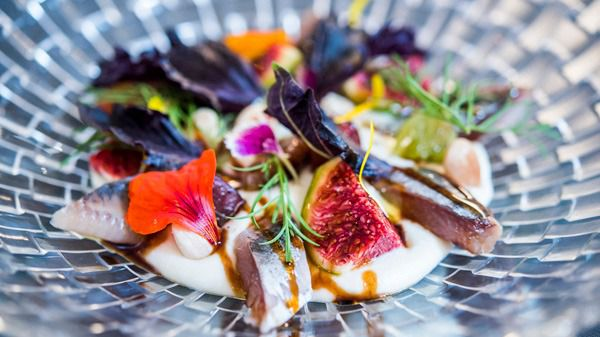 Sardinas ahumadas con ajoblanco de coco, higos, uvas y PX 2