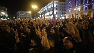 Concentración de taxistas en la Puerta del Sol en el 15º día de huelga.