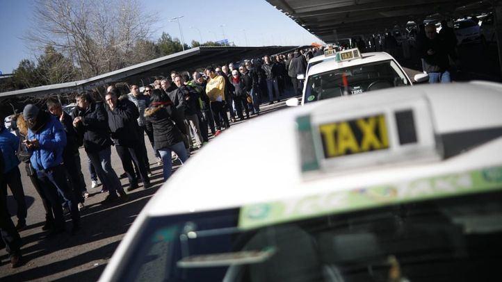 Los taxistas votan hoy en la T-4 si siguen con la huelga o levantan los paros