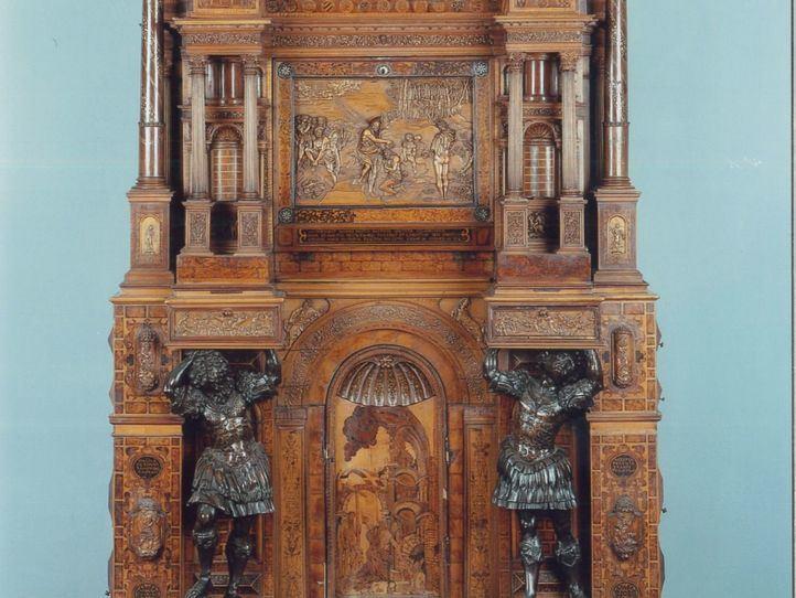 Cabinet Hernani.