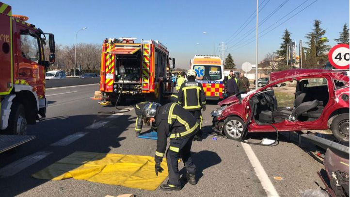 Un conductor herido en una aparatoso accidente en la A-4
