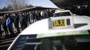 Los taxistas vuelven a trabajar tras 16 días de huelga.